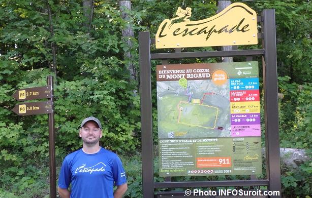 guide PatrickLaniel panneau sentiers L_Escapade mont Rigaud Photo INFOSuroit