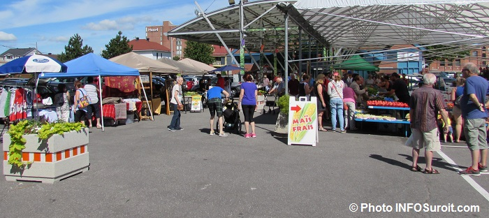 marche public a Valleyfield visiteurs kiosques artisans et agroalimentaires Photo INFOSuroit