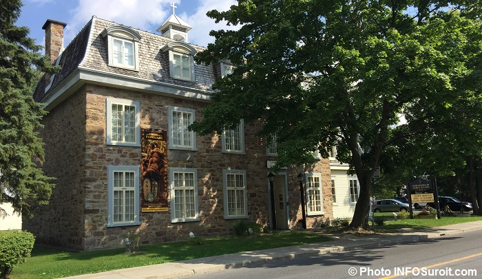 museeregionalvaudreuil-soulanges-banniere-expo-papouasie-photo-infosuroit_com