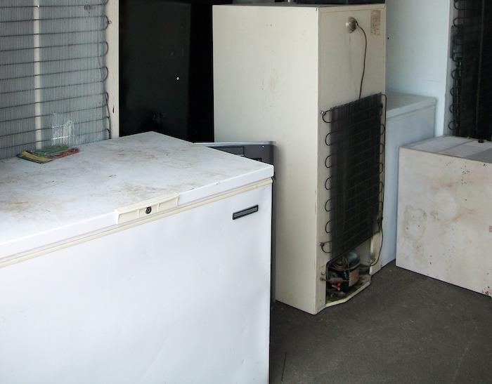 Vieux frigos climatiseur Photo courtoisie MRC BhS