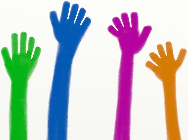 benevolat-volontaires-benevoles-mains-image-pixabay-via-infosuroit_com