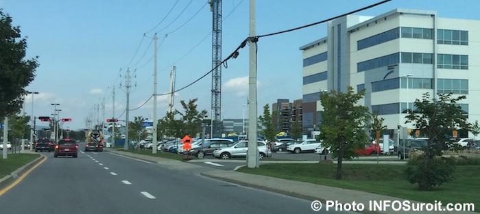 boulevard-de-la-gare-vaudreuil-dorion-arbres-commerces-clsc-photo-infosuroit