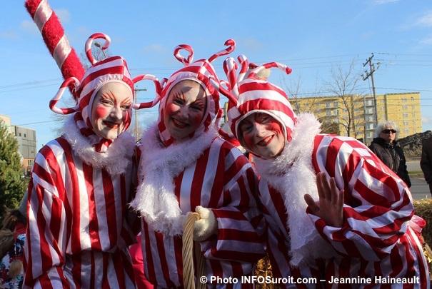 chateauguayhistoiredenoel-cannes-de-bonbon-en-mascotte-photo-infosuroit-jeannine_haineault