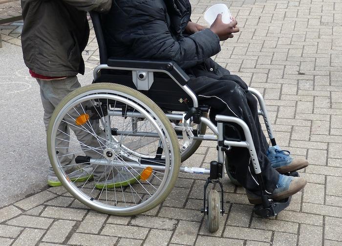 aidant-naturel-et-personne-handicapee-fauteuil-roulant-photo-pixabay-via-infosuroit