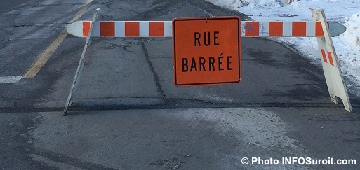 detour-rue-barree-travaux-panneau-hiver-signalisation-photo-infosuroit