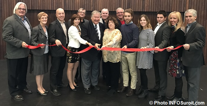 membres-conseil-municipal-valleyfield-et-famille-rousse-coupe-ruban-photo-infosuroit