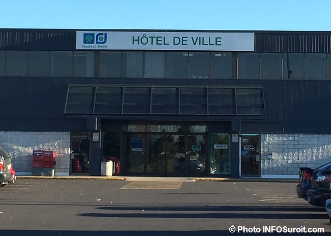hotel-de-ville-vaudreuil-dorion-entree-photo-infosuroit