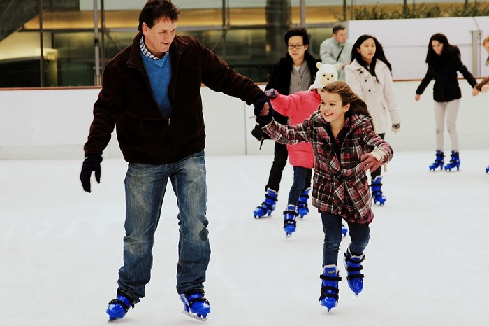 patinage-patins-famille-glace-hiver-photo-skate-via-pixabay