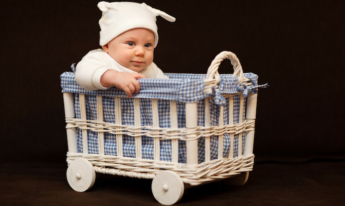 bebe-enfant-adorable-panier-photo-publicdomainpictures-via-pixabay