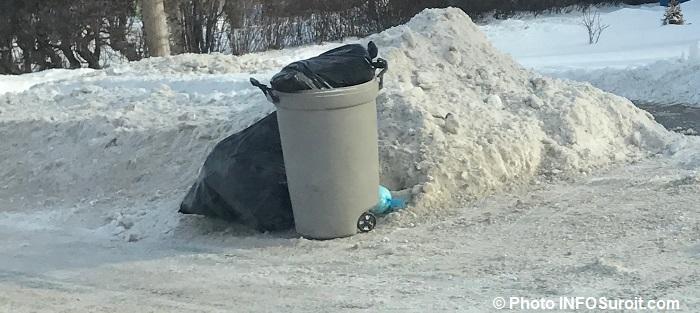 ordures-menageres-dechets-domestiques-poubelle-a-valleyfield-hiver-photo-infosuroit
