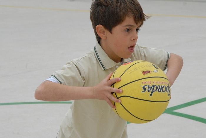 basketball enfant Photo AngelSalamag via Pixabay