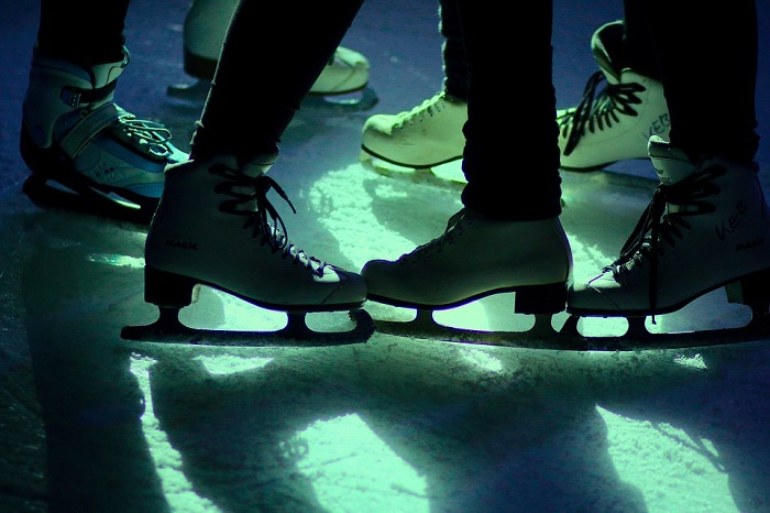 patinage patins disco soiree glace Photo FotoEmotions via Pixabay