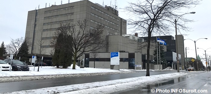 Hopital du Suroit a Valleyfield hiver vue globale entree et ambulances Photo INFOSuroit
