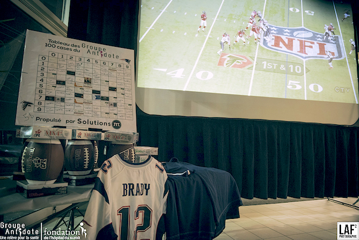 Superbowl pour fondation hopital chandail football TomBrady Photo LAF2