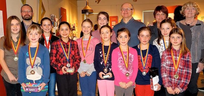 artistes_en_herbe 2017 eleves gagnants du primaire medailles Photo Musee_regional_Vaudreuil-Soulanges