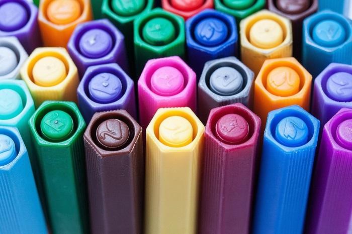 bouchons crayons feutre Photo Stux via Pixabay