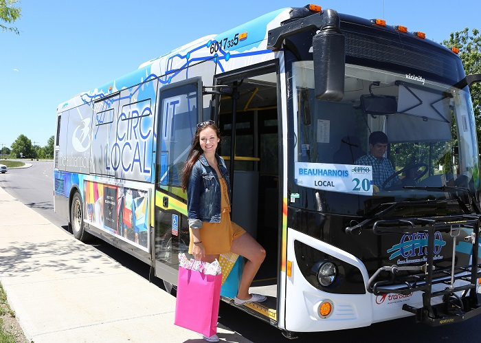 transport en commun gratuit a Beauharnois autobus CITSO et passagere Photo courtoisie Bhs