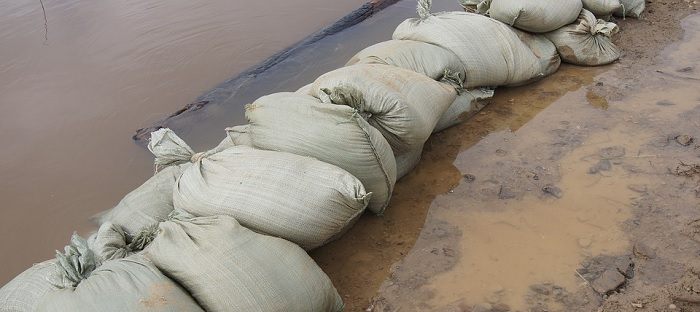inondation sacs de sable riviere Photo FesikReporter Via Pixabay