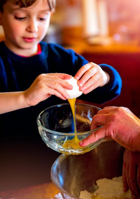 jeune-enfant-cours-cuisine-atelier-Photo-LaterJay-via-Pixabay