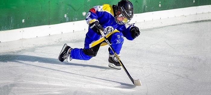 jeune-sportif-hockey-glace-Photo-Fotoblend-via-Pixabay