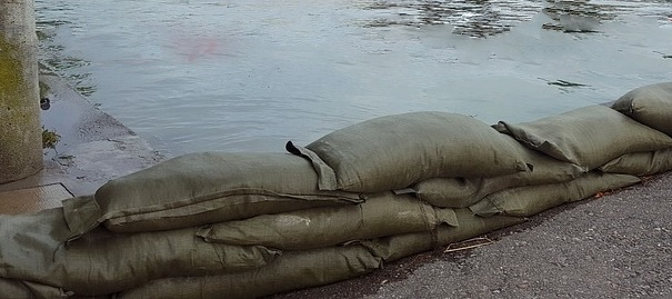 sacs de sable inondation riviere Photo 4073527 via Piaxabay