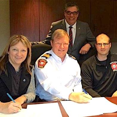 La Ville de Mercier signe une entente avec ses pompiers