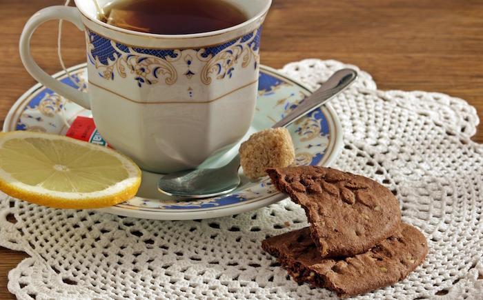 the-biscuit-tasse-soucoupe-sucre-et-citron-photo-Pompi-via-Pixabay