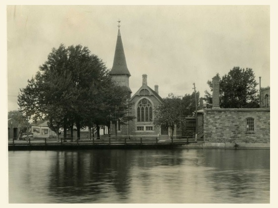 eglise rue Dufferin a Valleyfield etait recemment restaurant Projet57 Copyright Photo collection MUSO