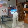 Une borne interactive de la Ville à la bibliothèque Armand-Frappier