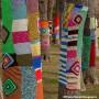 Des tricots-graffitis aussi au Parc de la Maison Valois