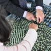 Des maires participent à la création d'une oeuvre collective