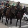 Retour de la patrouille équestre par des policiers à Saint-Lazare