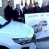 Un véhicule électrique en autopartage et des bornes de recharge à Mercier