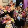 Une artiste de Mercier fait don de tricots pour poupées aux enfants malades