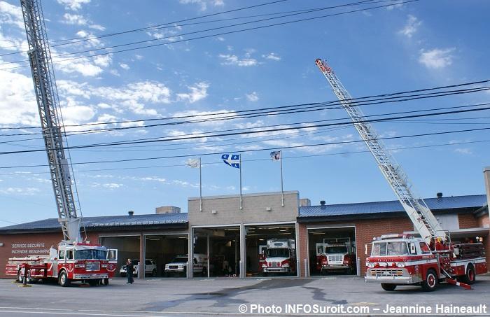 camions-a-echelle-pompiers-beauharnois-portes-ouvertes-caserne-photo-infosuroit-jeannine_haineault