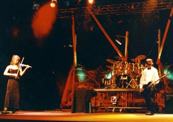 College Valleyfield Melanie_Leonard violon Cegep en spectacle 1995-1996 photo via ColVal