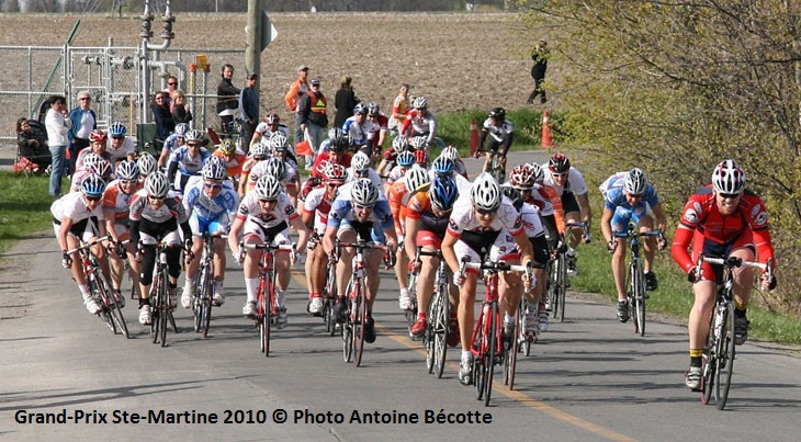 GP cycliste Ste-Martine 2010 plusieurs coureurs Photo Antoine_Becotte