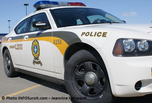 police-SQ-autopatrouille-gyrophare-Photo-INFOSuroit_com-Jeannine_Haineault