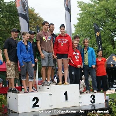 TriathlonValleyfield-remise-medaille-par-deputee-AnneQuach-Photo-INFOSuroit-Jeannine_Haineault