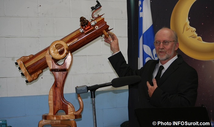 Normand_Fullum avec telescope_en_bois photo INFOSuroit_com via Celine_Pilon