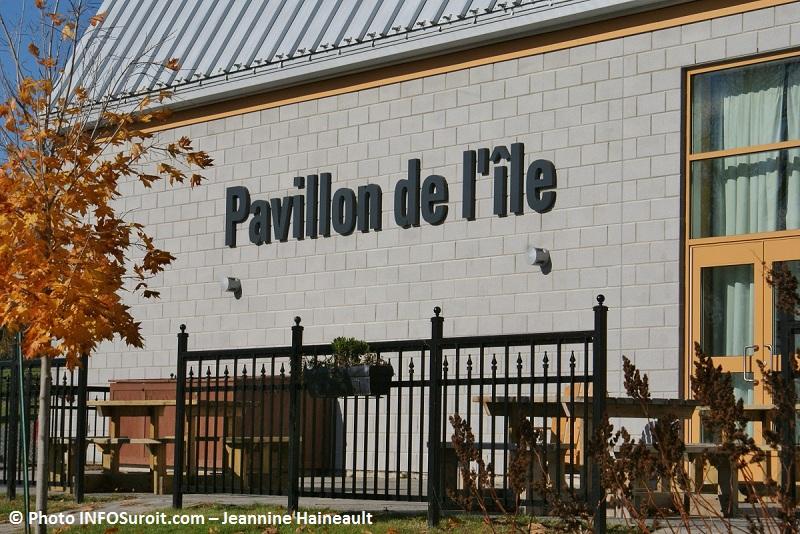 Pavillon-de-l-ile-automne-Photo-INFOSuroit.com-Jeannine-Haineault