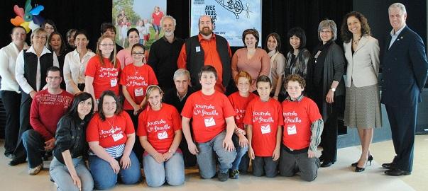 https://www.infosuroit.com/wp-content/uploads/2012/04/Martin-Larocque-Semaine-quebecoise-des-familles-lancement-Coteau-du-Lac-Photo-publiee-part-INFOSuroit-com_.jpg