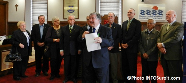 Denis-Lapointe-et-conseillers-ex-conseillers-et-ex-maires-Photo-INFOSuroit-com_