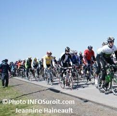 GP-Sainte-Martine-2012-cyclistes-Maitre-H-Photo-INFOSuroit-com_