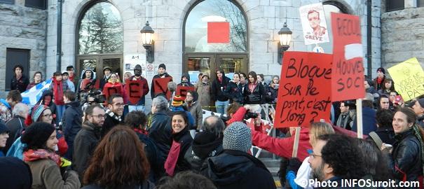 Manifestation des etudiants College Valleuyfield Photo INFOSuroit_com_