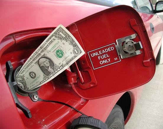 economie-essence-petrole-dollar-americain-Photo-CPA-publiee-par-INFOSuroit-com_