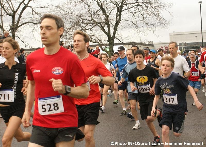 Au-rythme-de-nos-foulees-2012-Depart-5Km-Photo-INFOSuroit-com_Jeannine-Haineault