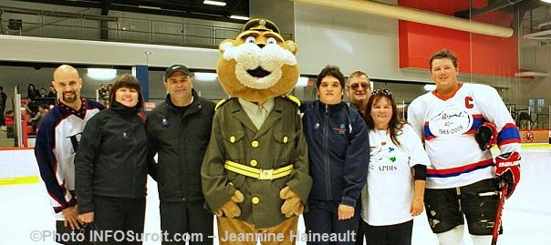 SQ-Hockeyton-2012-Polixe-joueurs-et-invites--Photo-INFOSuroit-com_Jeannine-Haineault