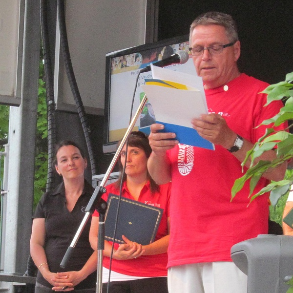 Relais-pour-la-vie-Vaudreuil-Soulanges-2012-president-Richard-Mainville-Photo-courtoisie-publiee-par-INFOSuroit-com_