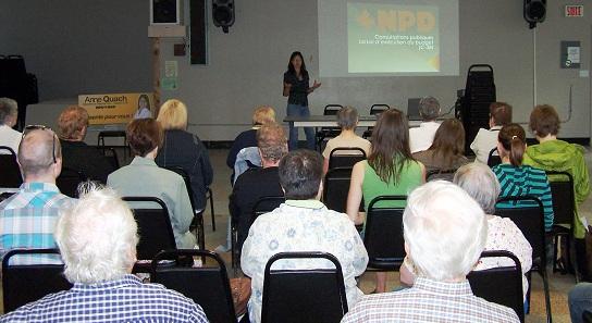 Anne-Quach-consultations-C-38-juin-2012-Photo-publiee-par-INFOSuroit-com_